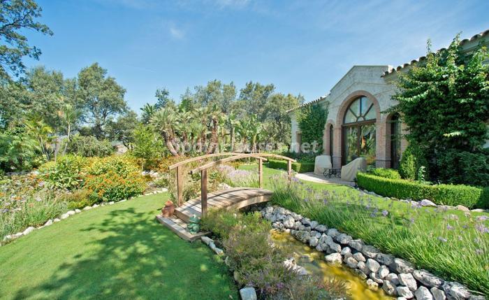 jardin 3 - Espectacular villa llena de romanticismo, elegancia y lujo en Benahavís (Costa del Sol)