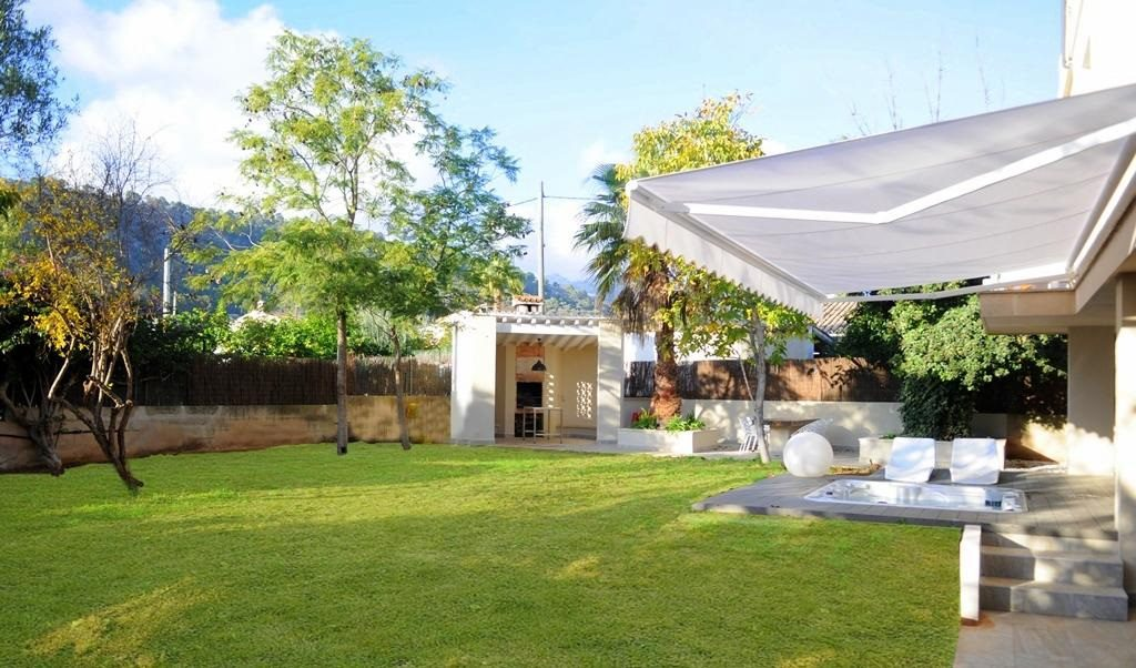 jardin 6 1024x602 - Chalet familiar, sereno y moderno, a 15 minutos de Palma de Mallorca (Baleares)