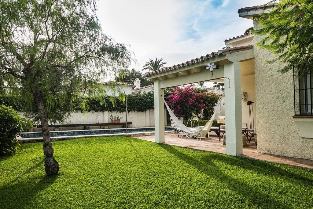 jardin 8 1024x682 - Acogedora casa con jardín y piscina en Cancelada, Estepona (Málaga)