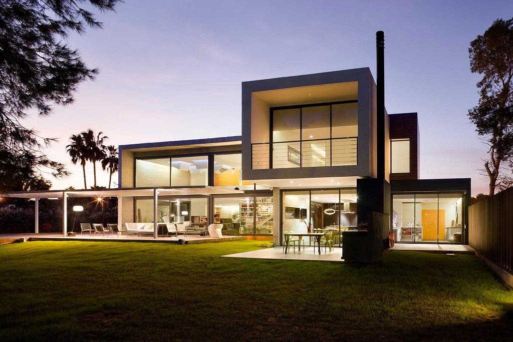 jardin nocturna1 - Luz, volumen y espacio en una fantástica casa en el Pinar del Grao, Castellón de la Plana