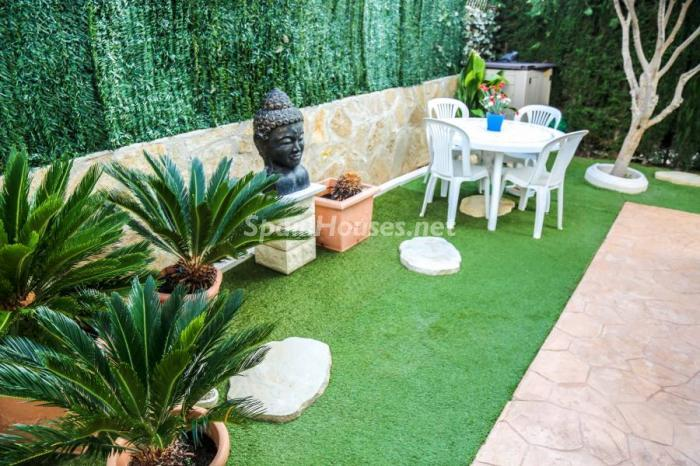 jardin12 - Una casa coqueta, navideña y confortable en Miami Playa (Costa Dorada, Tarragona)