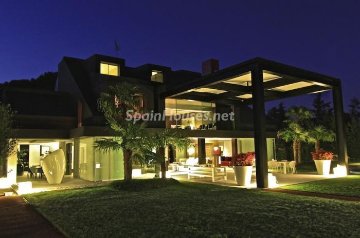 jardin6 - Casa de la Semana: Espectacular Villa de lujo en La Moraleja: diseño y exclusividad en Madrid