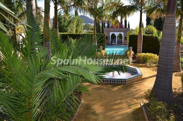 jardinandaluz2 - Vacaciones llenas de encanto en un cortijo andaluz en Frigiliana (Costa del Sol, Málaga)