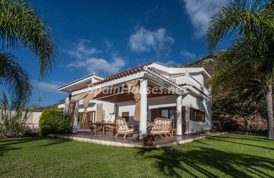 jardinycasa 2 - Sabor canario en una fantástica casa con piscina y jardin en Arona (Tenerife)