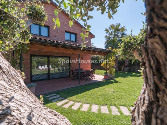 jardinycasa - Fusión de ambientes en una elegante casa en Castelldefels (Barcelona)