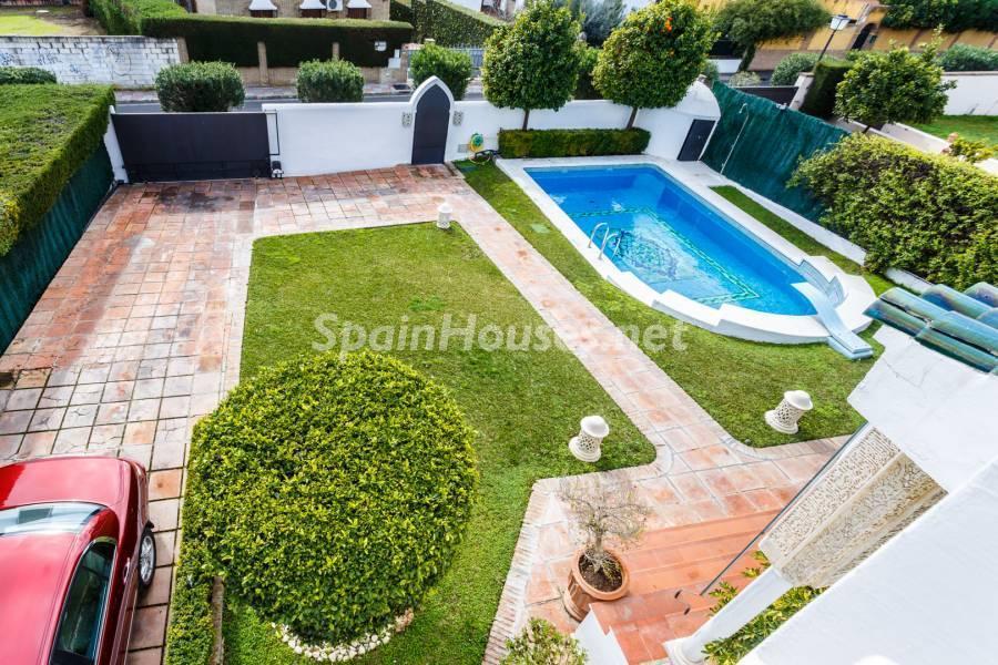 jardinypiscina - Estilo mudéjar lleno de encanto en un espectacular chalet en el Aljarafe de Sevilla