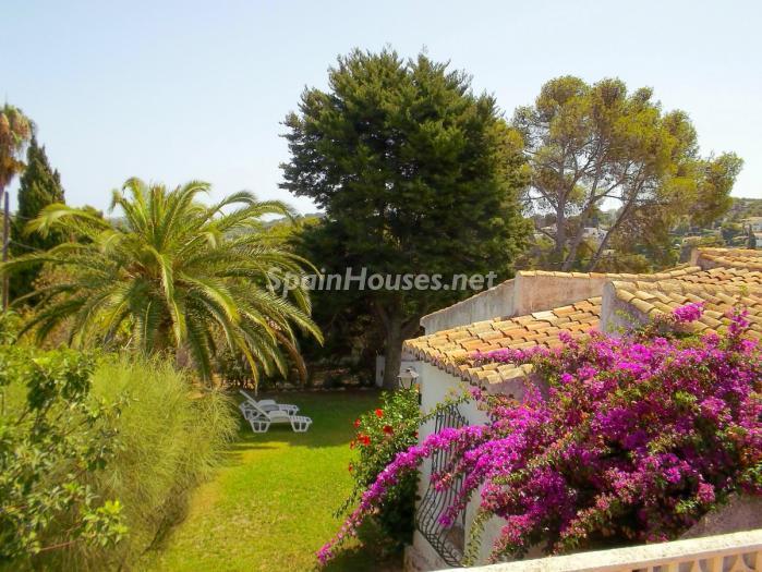 javea alicante 1 - 20 preciosas casas para disfrutar de la primavera con bonitos rincones en el jardín