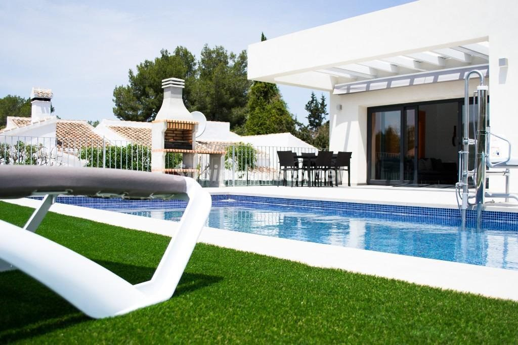 javea alicante 3 1024x683 - Fantásticas piscinas de otoño en 14 geniales casas ideales para despedir el verano