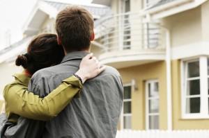 jovenesvivienda 300x199 - Un joven tendría que destinar el 55,9% de su salario para comprar una vivienda