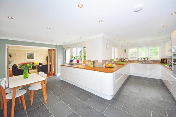 kitchen 1336160 960 720 600x398 - Errores que debes evitar al reformar la cocina