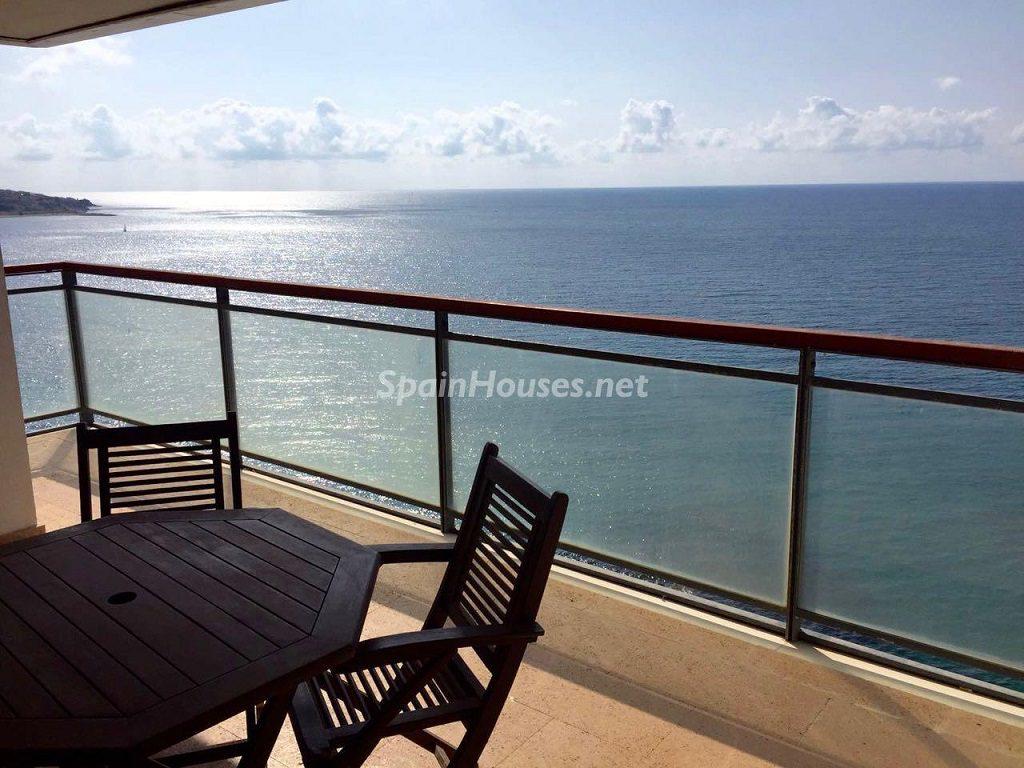 laalbufereta alicante 1024x768 - Primera línea de playa: 14 bonitos apartamentos y pisos para disfrutar junto al mar