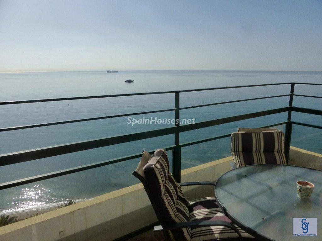 lamalagueta malaga 1024x768 - Primera línea de playa: 14 bonitos apartamentos y pisos para disfrutar junto al mar