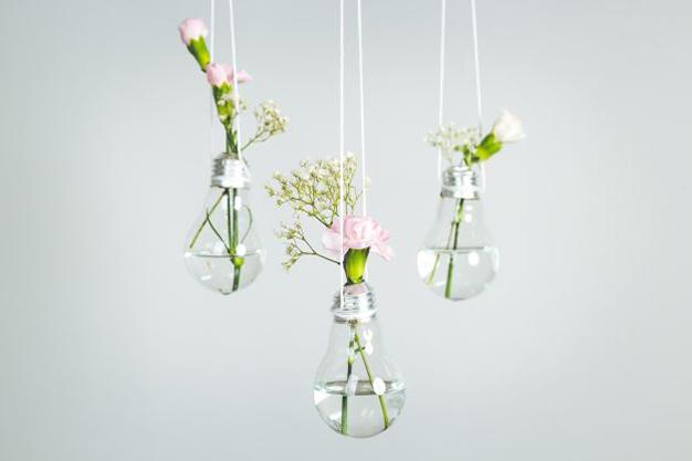 lamparas cristal - Ideas para decorar con materiales reciclados tu casa