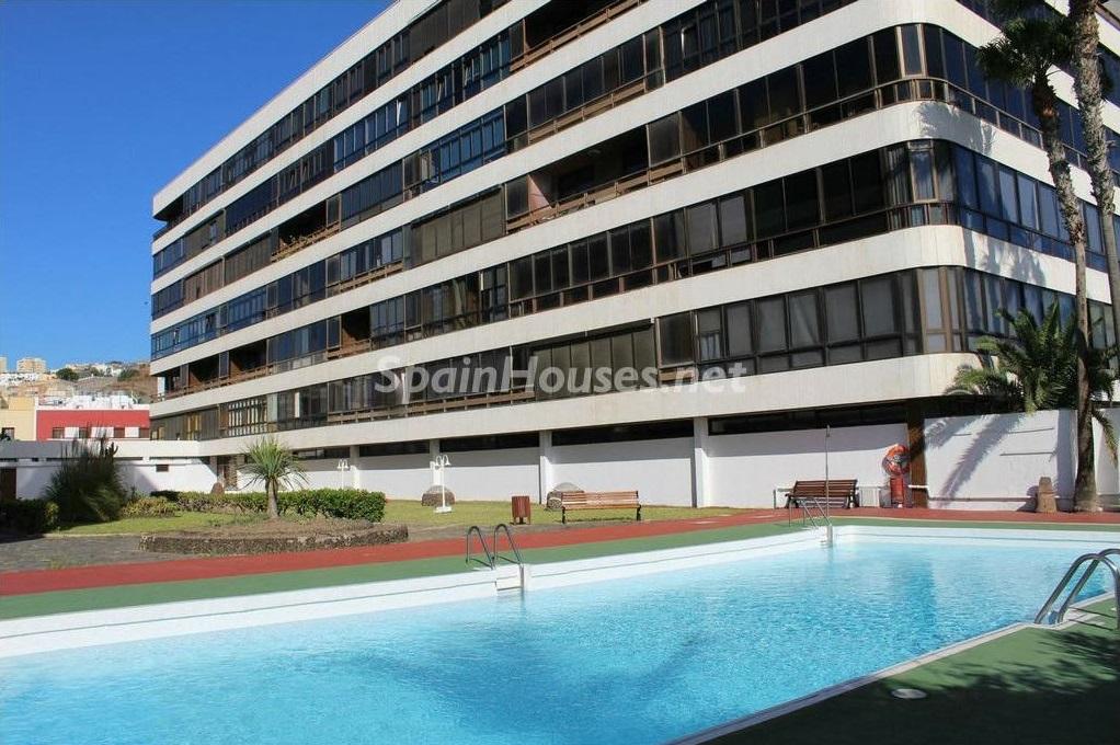 laspalmasdegrancanaria laspalmas 2 - Sugerencias refrescantes para el verano: 19 pisos con piscina en la ciudad o junto al mar