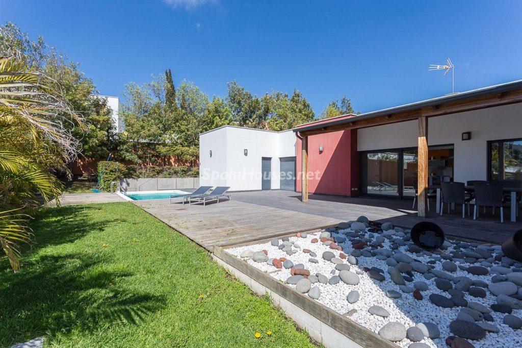 laspalmasdegrancanaria laspalmas1 1 1024x682 - 11 casas de diseño minimalista con un sofisticado y espectacular toque de blanco, luz y mar