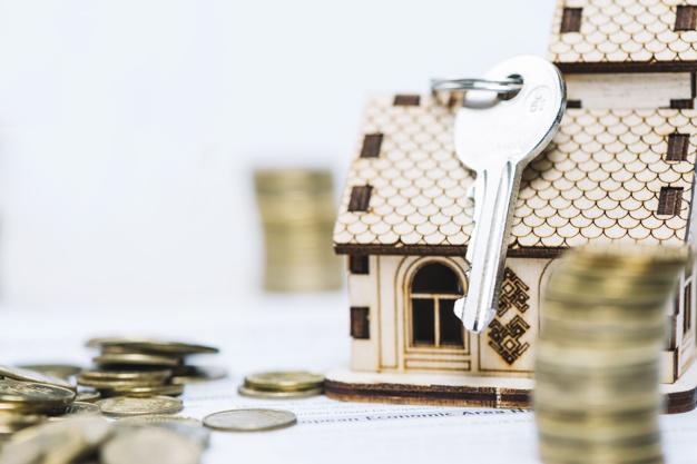llave primer plano casa juguete 23 2147797560 1 - ¿Qué es el Build-To-Rent y cómo puedes ganar dinero con él?
