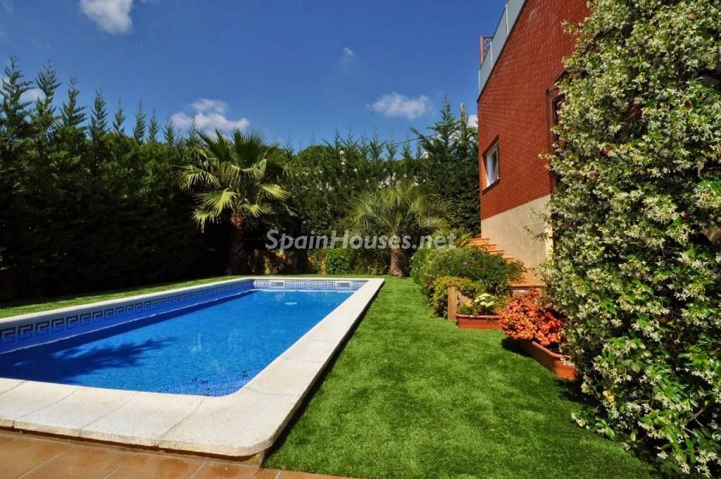 lloretdemar girona 2 1024x680 - 20 preciosas casas para disfrutar de la primavera con bonitos rincones en el jardín