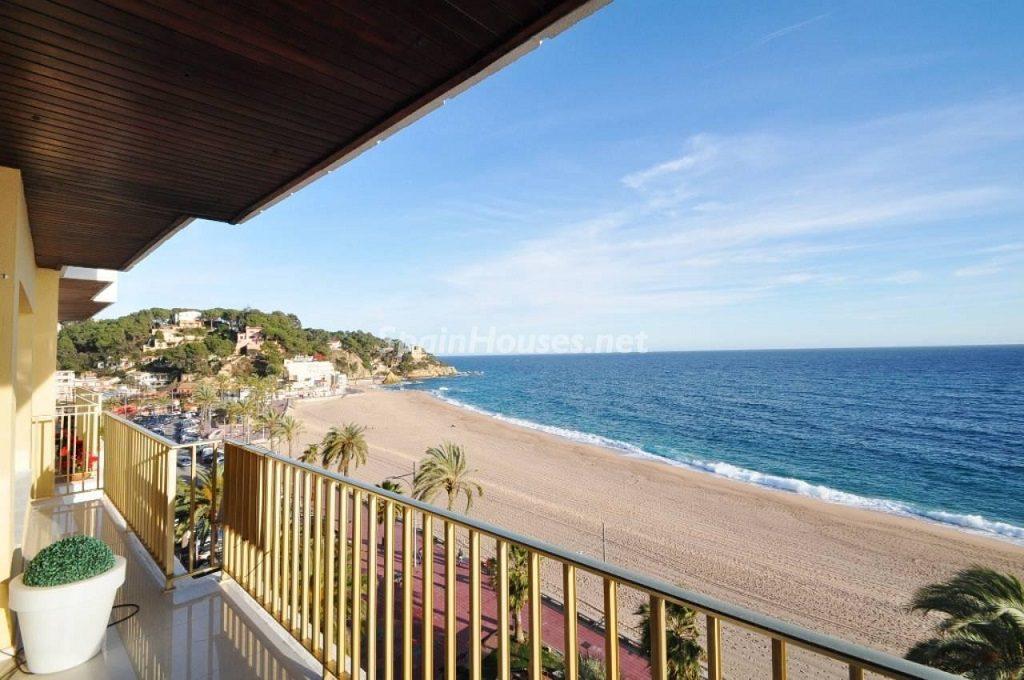 lloretdemar girona1 1024x680 - Primera línea de playa: 14 bonitos apartamentos y pisos para disfrutar junto al mar