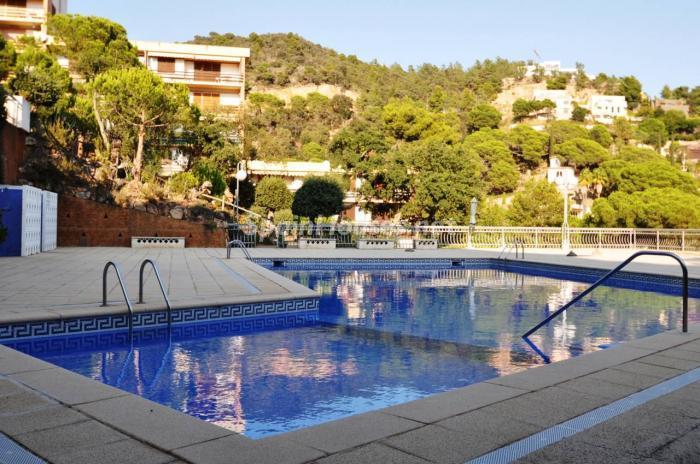 lloretdemar - 15 bonitos pisos de 3 dormitorios con jardines y piscina por menos de 150.000 euros