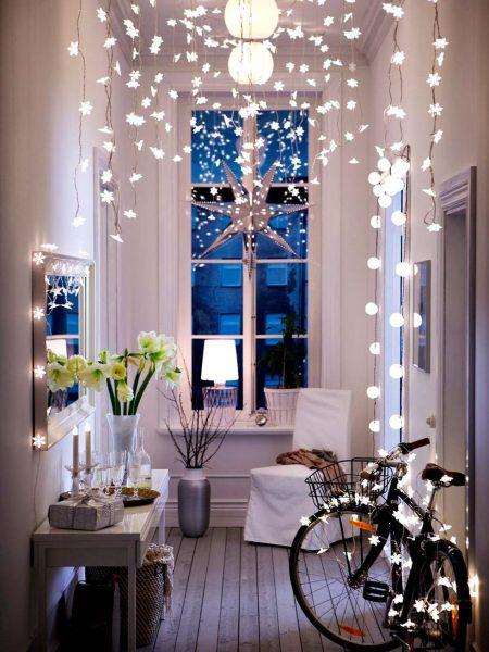luces everywhere 450x600 - Ideas para decorar recibidores en Navidad