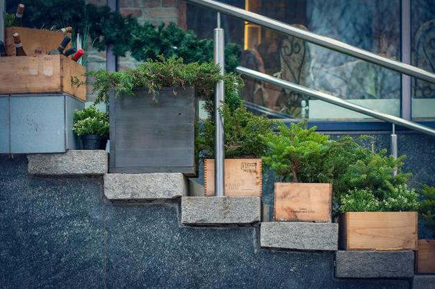 maceteros caja - Ideas para decorar con materiales reciclados tu casa