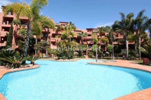 marbella malaga 6 - Sugerencias refrescantes para el verano: 19 pisos con piscina en la ciudad o junto al mar