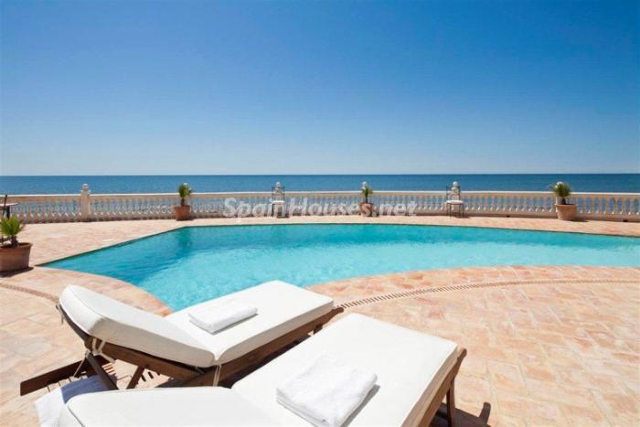 marbella malaga 7 - 15 preciosas y modernas casas con espectaculares piscinas que miran al mar