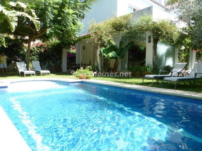 marbella malaga 8 - Porche, piscina, hamaca o tumbona: 15 rincones de verano para el descanso y el relax