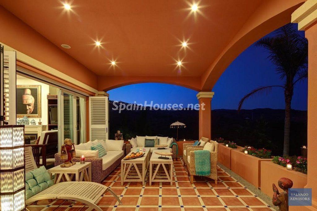 marbella malaga1 2 1024x682 - Noches de verano en 18 casas de ensueño: diseño bajo las estrellas para relajarse y disfrutar