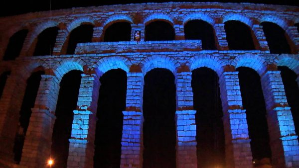 maxresdefault 600x338 - Los edificios más emblemáticos de España se tiñen de azul en el Día Mundial del Autismo