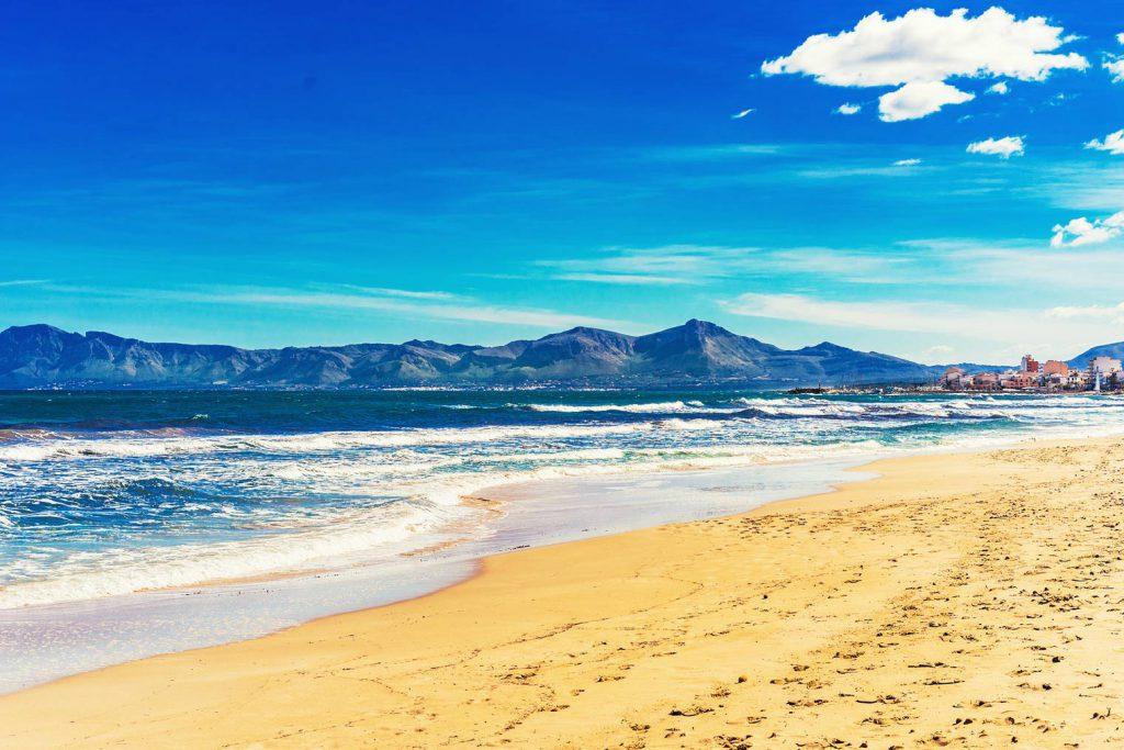mejoers playas espana playa de Muro 1 1024x683 - Las mejores playas de España para visitar durante el verano