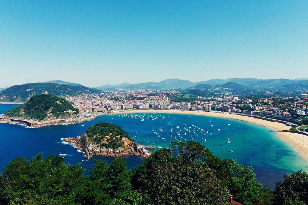 mejores playas espana La concha 1024x683 - Las mejores playas de España para visitar durante el verano