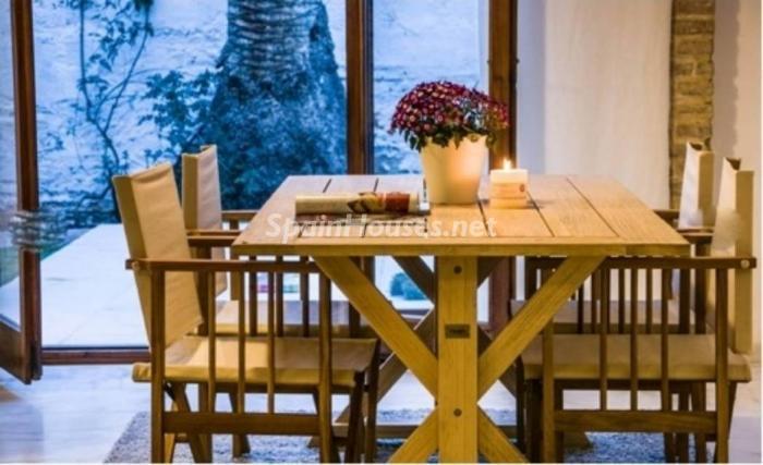 mesa - Precioso piso en alquiler en Valencia con mucha luz y encanto
