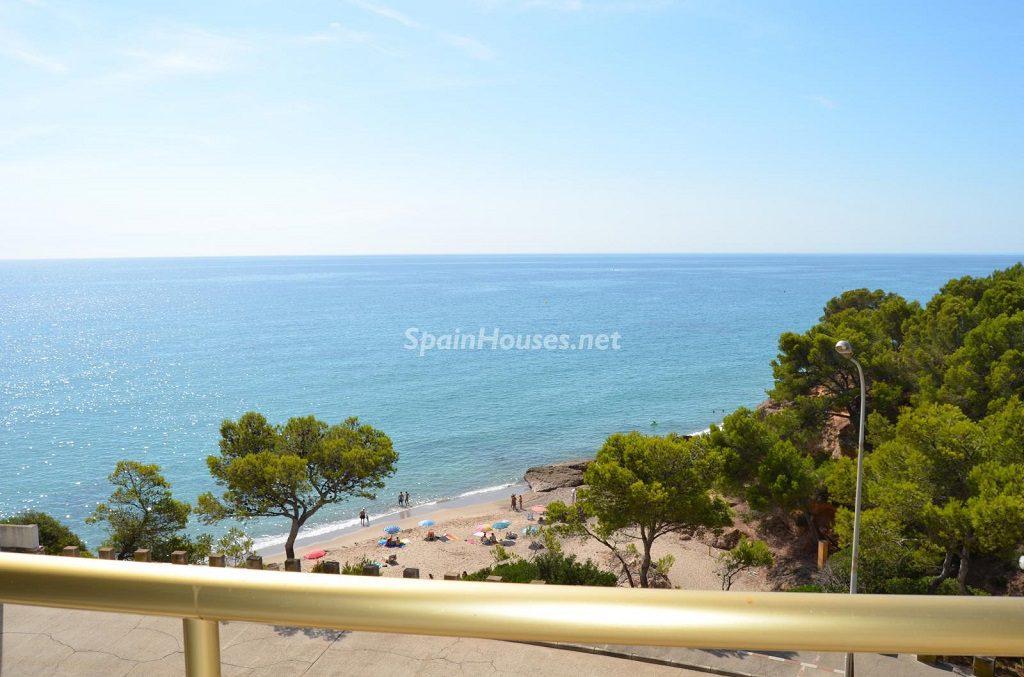 miamiplaya tarraggona 1024x677 - 23 viviendas de vacaciones perfectas para Semana Santa: playa, mar y naturaleza
