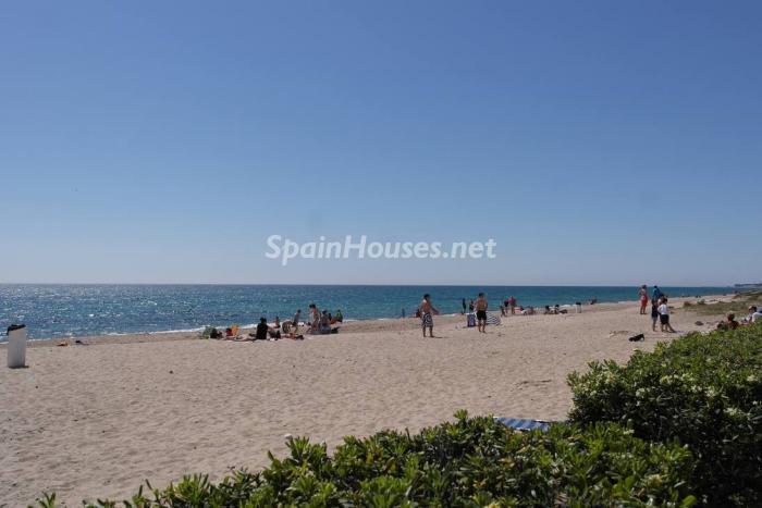 miamiplaya tarragona 1 - Vacaciones de verano: 11 apartamentos en alquiler económicos para disfrutar en la playa