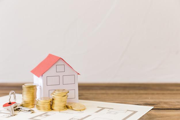 modelo casa llave monedas apiladas blueprint 23 2147863917 - La compraventa de vivienda se desmorona en su peor agosto en 4 años cayendo un 21,1%