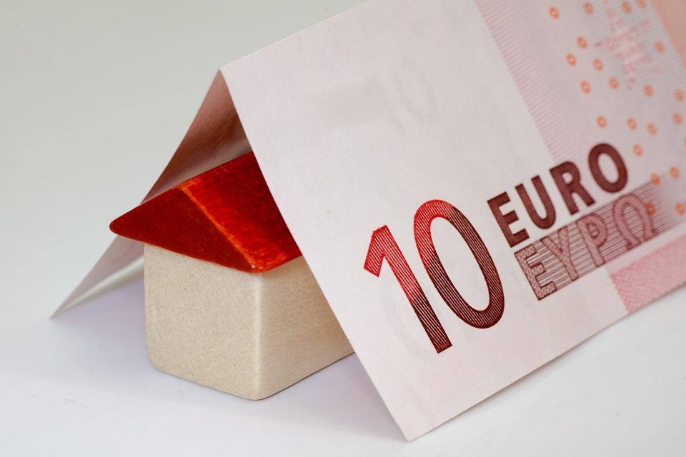 money 168025 960 720 3 - El precio de la vivienda nueva se dispara un 10,4% creciendo a ritmos de 2007