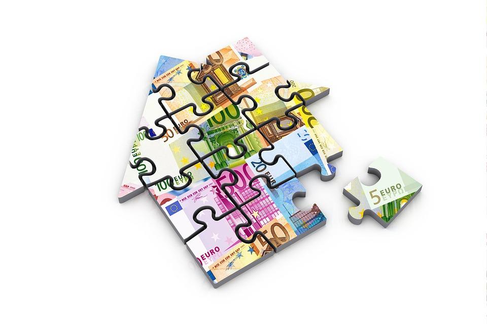 money 2387090 960 720 1 - La subida del precio de la vivienda se modera en marzo