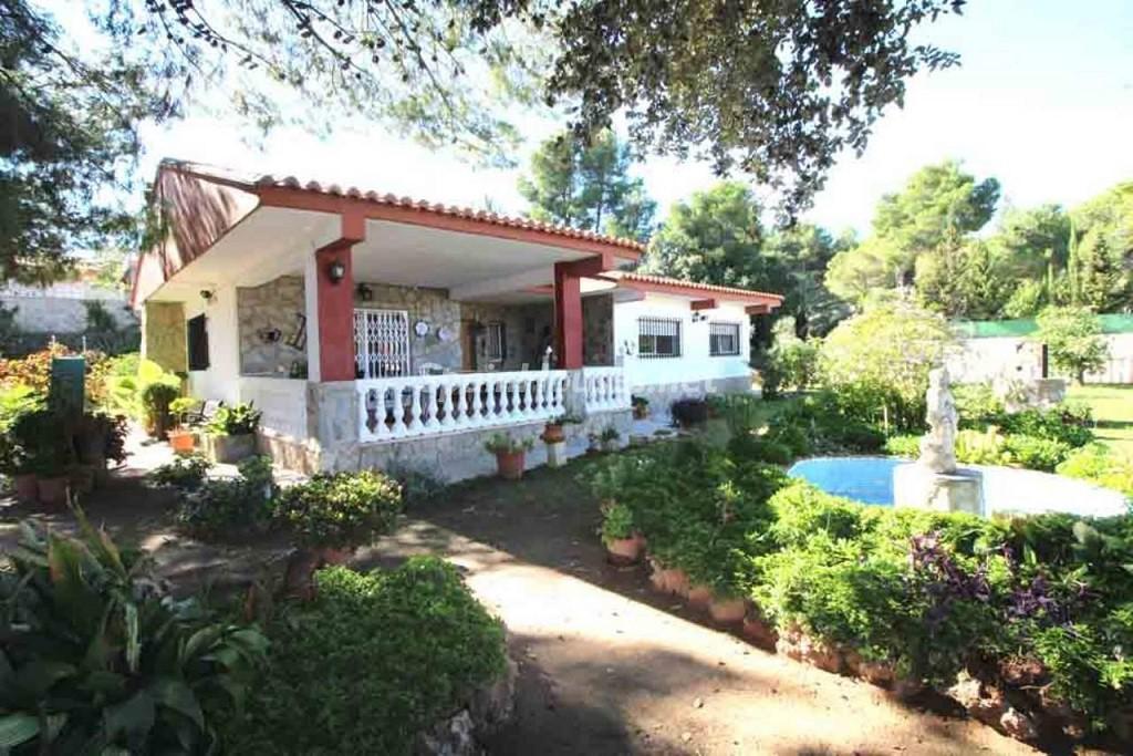 monserrat valencia 1024x683 - 20 preciosas casas para disfrutar de la primavera con bonitos rincones en el jardín