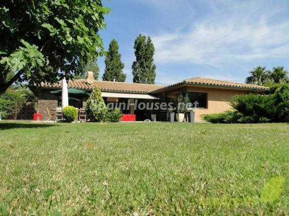 navata girona - Verde, sol y mar: 19 fantásticas viviendas a buen precio en campos de golf en España