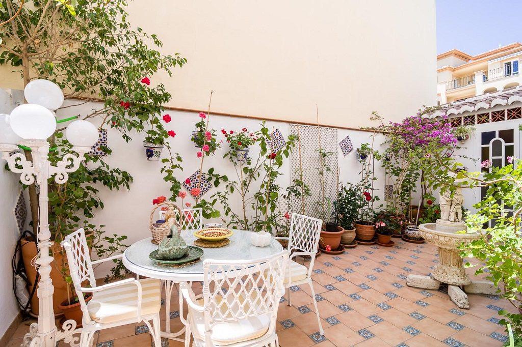nerja malaga 4 1024x682 - 15 viviendas que ya se visten de primavera: flores y espacios abiertos para disfrutar