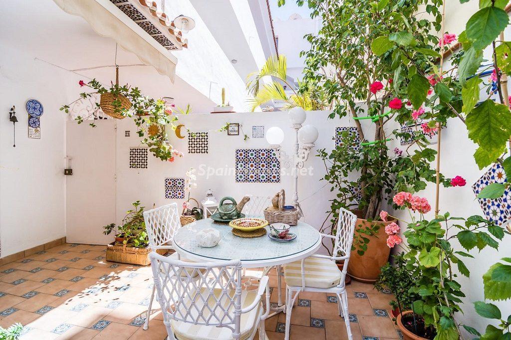 nerja malaga 5 1024x682 - Patios y rincones con sabor mediterráneo: espacios de luz y primavera