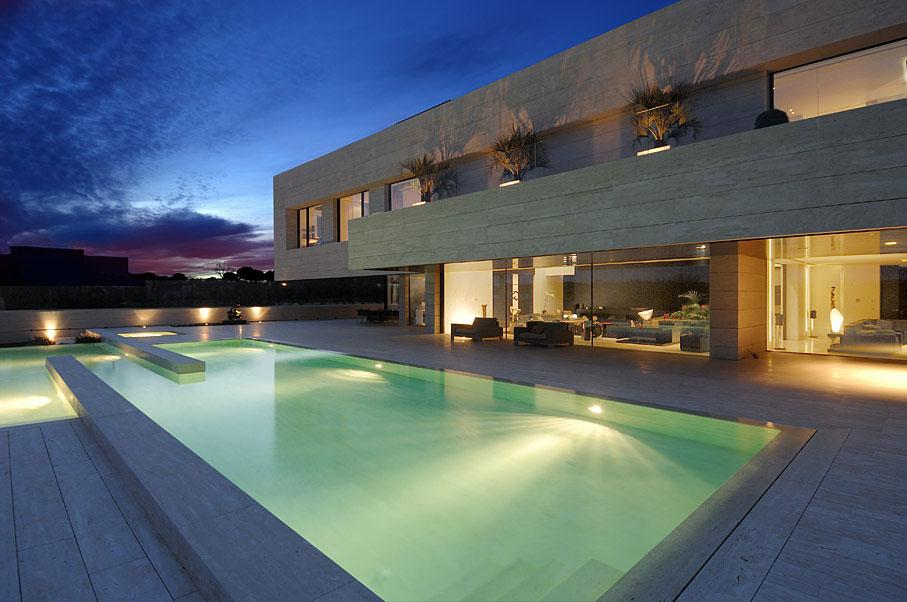nocturna-piscinaycasa