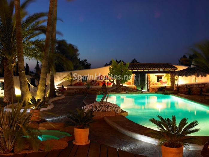 nocturna1 - Casa de la Semana: Fantástica villa de lujo con estilo y diseño ibicenco