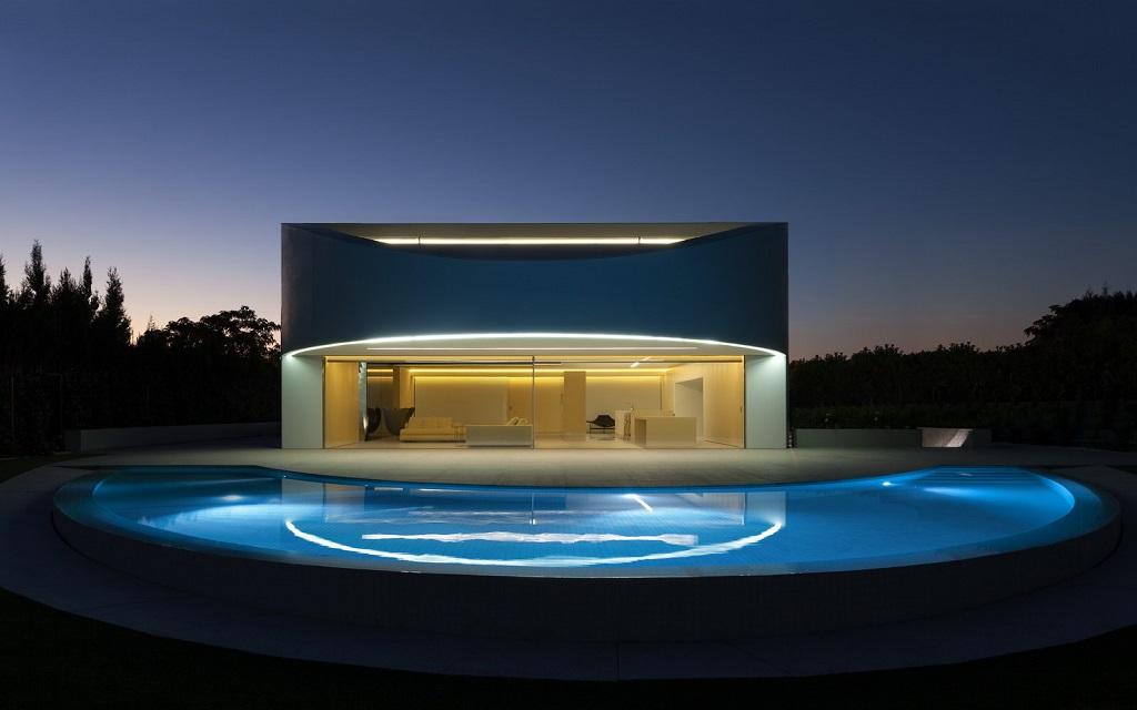 nocturna8 - Espectacular casa de diseño elíptico en el campo de golf de Bétera, Valencia