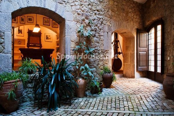 nocturna9 - Piedra, magia e historia en una espectacular casa del siglo XIV en Pals (Girona)