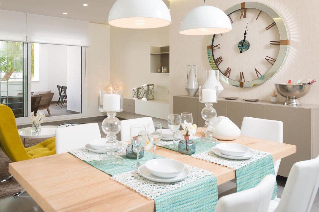 nuevaandalucia malaga 2 1024x683 - Vivienda y decoración: 12 bonitas mesas listas para almorzar cerca del mar
