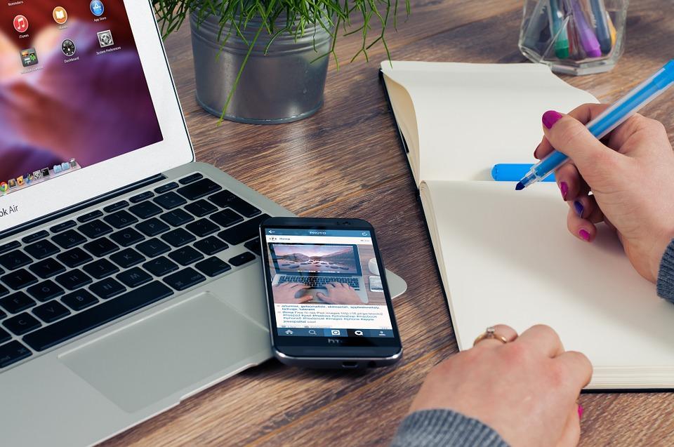 office 620817 960 720 2 - Aspectos fundamentales para que el anuncio online de tu vivienda no sea invisible