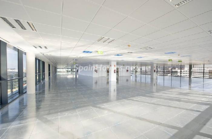oficinas madrid4 - La inversión inmobiliaria en España baja hasta los 21.983 millones en 2015