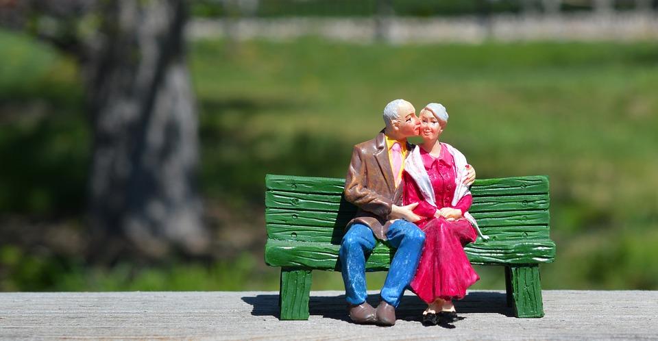 old couple 2313286 960 720 - ¿Sabes que es la nuda propiedad?